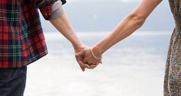Αυξάνεται ο αριθμός των ζευγαριών που επιλέγουν σύμφωνο συμβίωσης αντί γάμου