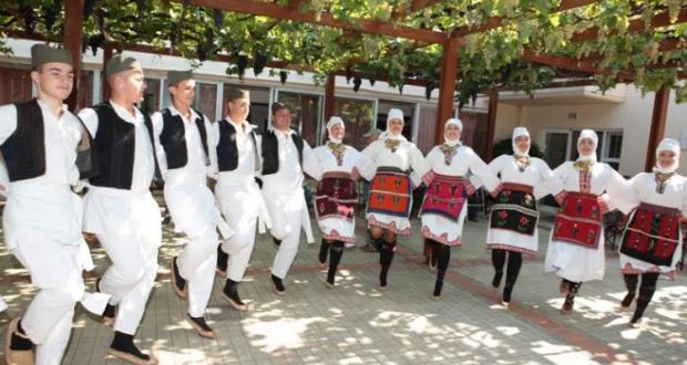 Χορευτικά γκρουπ από την Τσεχία και την Σερβία στο Γηροκομείο Αγρινίου