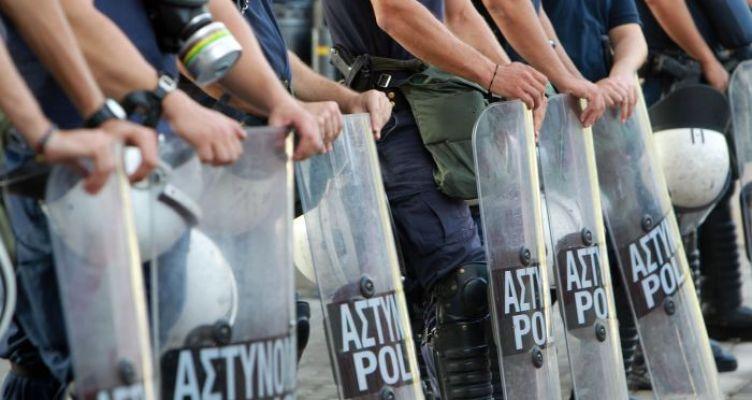 Τραυματισμός αστυνομικού των ΜΑΤ με πέτρα έξω από το γήπεδο του Παναιτωλικού