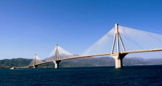 Ερωτική απογοήτευση πίσω από την απόπειρα αυτοκτονίας στη γέφυρα Ρίου-Αντιρρίου