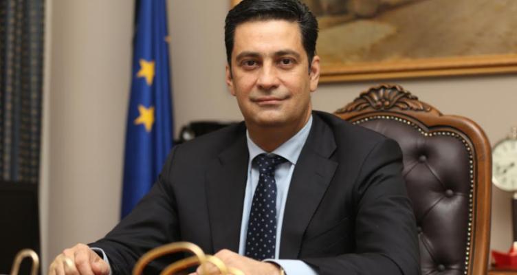 Με απόφαση του Δημάρχου Αγρινίου χωρίς τις προγραμματισμένες εκδηλώσεις η φωταγώγηση του δένδρου