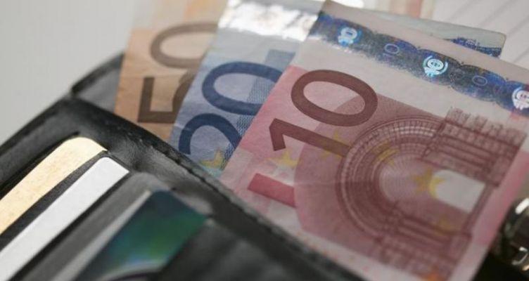Αιτωλικό: Βρήκε και παρέδωσε στην αστυνομία πορτοφόλι με 1000 ευρώ