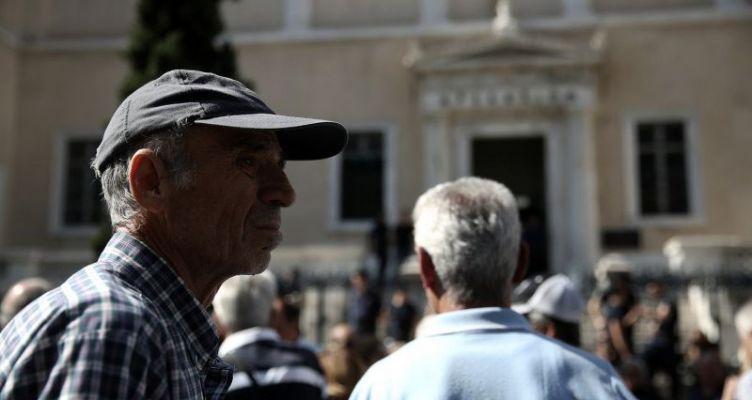Τι κερδίζουν μισθωτοί και συνταξιούχοι από τη μείωση της φορολογίας