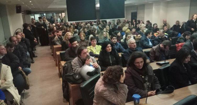 Πανστρατιά στο Αγρίνιο κατά των βιβλίων των Θρησκευτικών! (Φωτό)