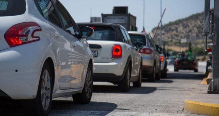 Ουρά 700 μέτρων στα διόδια της γέφυρας στο Αντίρριο – Επιστροφή εκδρομέων