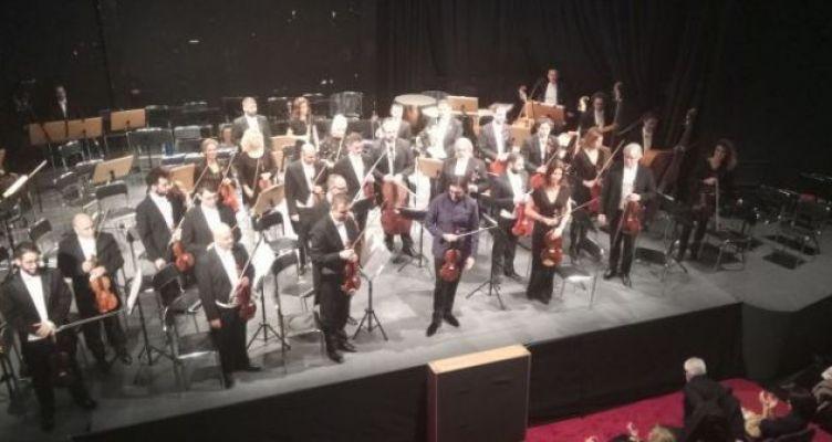 Ενθουσίασε ο Λεωνίδας Καβάκος και η Κρατική Ορχήστρα Αθηνών στο ΔΗ.ΠΕ.ΘΕ. Αγρινίου (Φωτό)