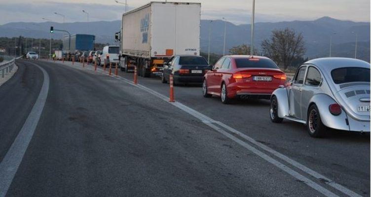 Αγρίνιο: Κυκλοφοριακό χάος στην Εθνική Οδό μετά από τροχαίο ατύχημα (Φωτό)