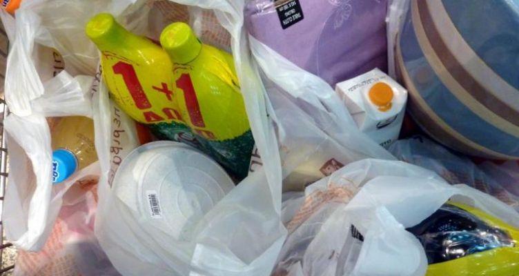 Τέλος οι φτηνές πλαστικές σακούλες – Αλλάζει η τιμή τους από 1η Iανουαρίου
