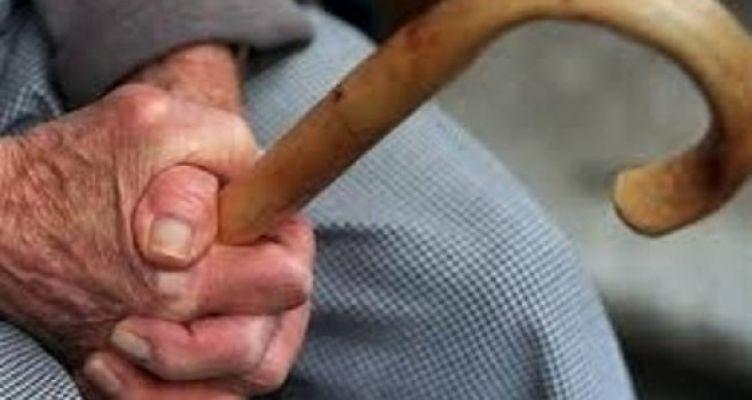 Αχαΐα: Νύχτα τρόμου για ηλικιωμένο! Τον χτύπησαν και έφυγαν με 500 ευρώ