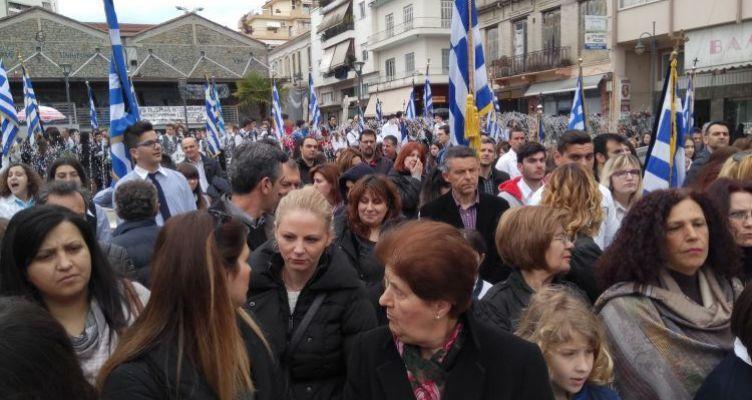 Αγρίνιο: Επιμνημόσυνη δέηση και κατάθεση στεφάνων στο μνημείο των πεσόντων στην πλατεία Δημάδη (Φωτό)