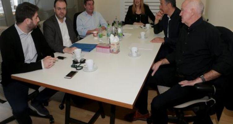 Κίνημα Αλλαγής: Ενστάσεις στη συνεδρίαση του πολιτικού συμβουλίου για τη συνάντηση Τσίπρα – Θεοδωράκη