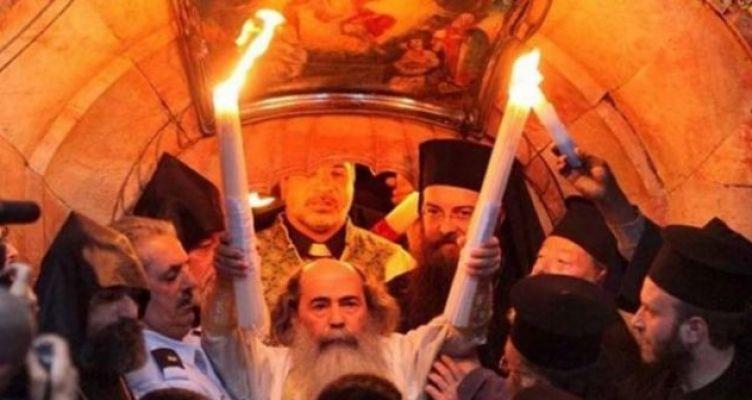 Κεκλεισμένων στων θυρών οι Ακολουθίες του Πάσχα – Κανονικά το Άγιο Φως