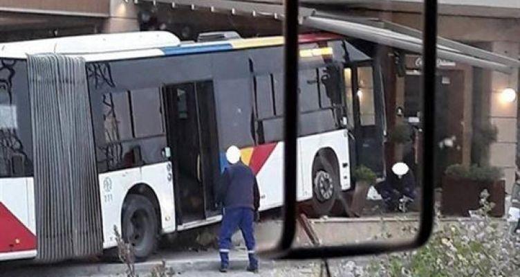 Τέσσερις τραυματίες από σύγκρουση Ι.Χ. με αστικό λεωφορείο (Φωτό)