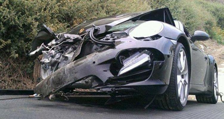 Αυτοκίνητο έγινε σμπαράλια μετά από εκτροπή στη Νεάπολη Αγρινίου – Από θαύμα γλίτωσε ο 26χρονος οδηγός! (Φωτό)