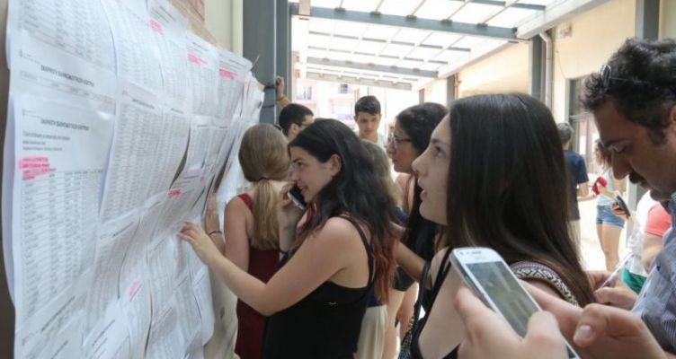 Πανελλήνιες: Αγωνία τέλος για τους 104.000 υποψηφίους – Στη 1 οι βαθμολογίες στα σχολεία