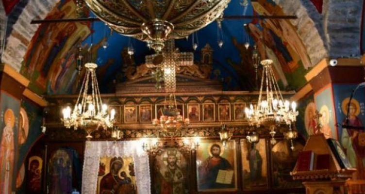 Θλίψη στην κηδεία του Αγρινιώτη ιερέα Σπύρου Παπαποστόλου που κάηκε στο Μάτι