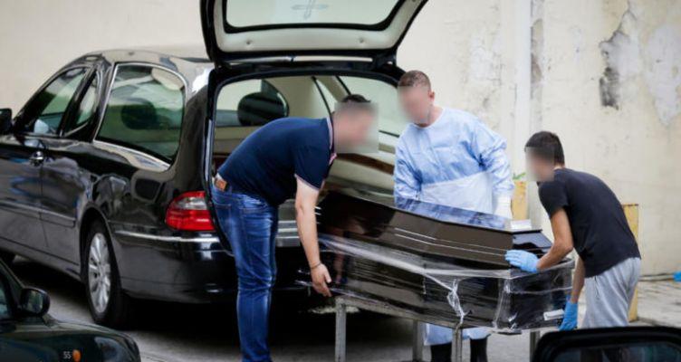 Στην υγειά του μακαρίτη – Η ένοχη κίνηση μόλις πέθανε ο παππούς που φρόντιζε στο σπίτι!
