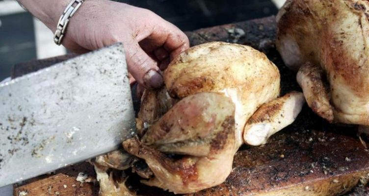 Έφαγε ωμό κοτόπουλο και πέθανε 36 ώρες μετά – Το μοιραίο δείπνο στο ξενοδοχείο για τη νεαρή μητέρα!