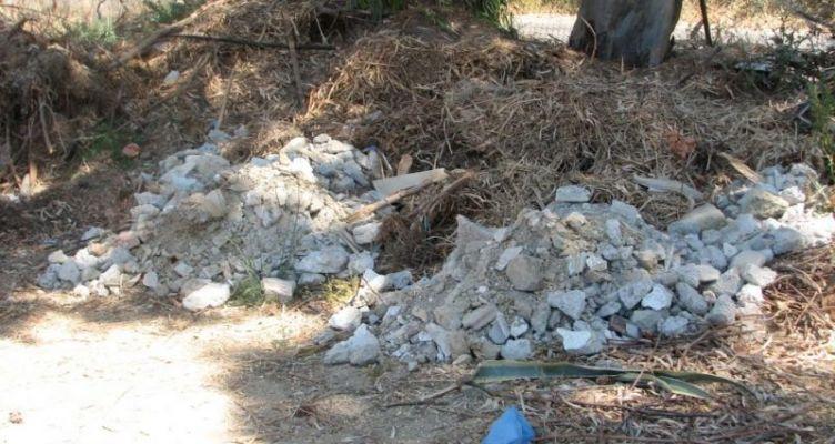 Μεσολόγγι: Κίνδυνος τα πεταμένα ξερόκλαδα στην Αγίου Αθανασίου