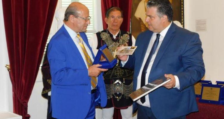 Συνάντηση του επιχειρηματία Κ. Γαλάνη με τον Ν. Καραπάνο στο Δημαρχείο Ι.Π. Μεσολογγίου