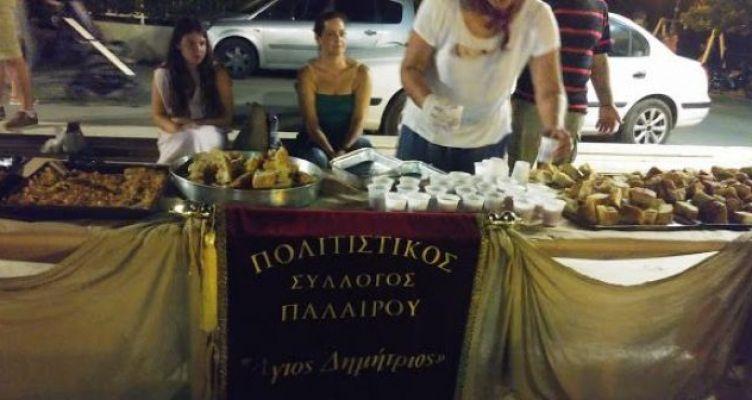 """Πάλαιρος: Γεύτηκαν παραδοσιακές πίτες που μοιράσθηκαν από τον Σύλλογο """"Άγιος Δημήτριος"""" (Φωτό)"""
