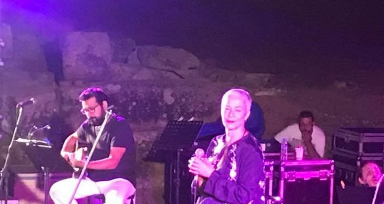 Πλήθος κόσμου στη συναυλία της Μελίνας Κανά στο Αρχαίο Θέατρο Στράτου (Βίντεο-Φωτό)