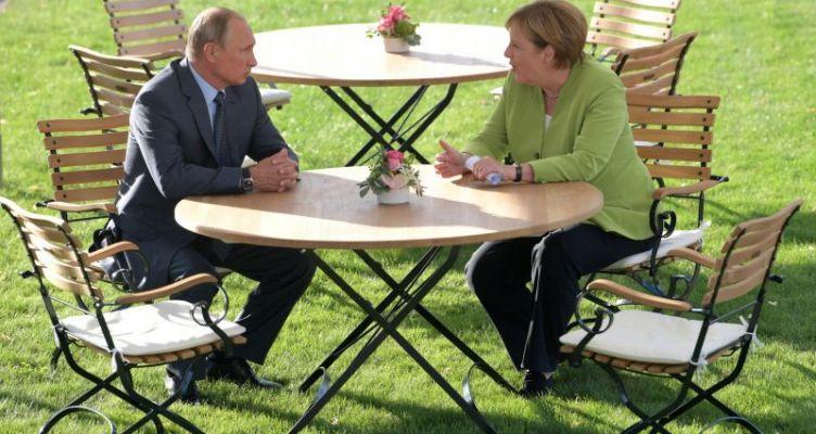 Συνάντηση Πούτιν – Μέρκελ στην Κωνσταντινούπολη