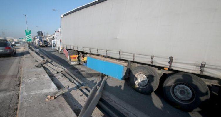 Φονικό τροχαίο στην Εθνική οδό Θεσσαλονίκης – Σερρών! Ανετράπη νταλίκα – Νεκρός ο οδηγός