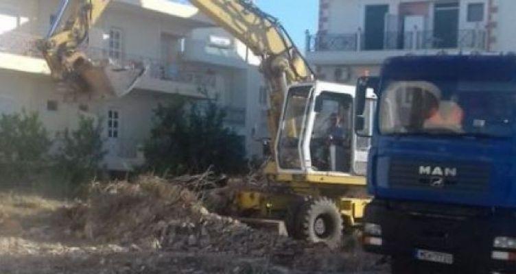Μεσολόγγι: Δεν πρόλαβε να καθαρίσει ο Δήμος και πέταξαν πάλι σκουπίδια (Φωτό)