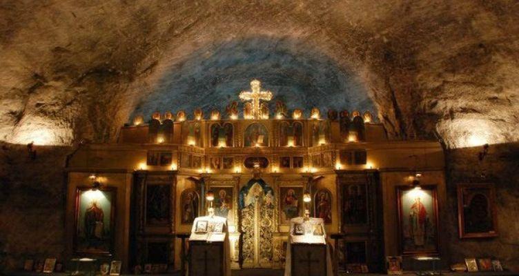 Εντυπωσιακός υπόγειος ναός της Αγίας Βαρβάρας φτιαγμένος από αλάτι! (Φωτό)