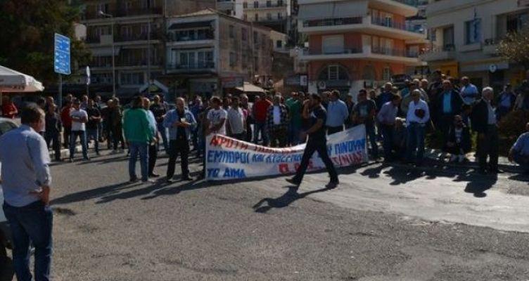 Συλλαλητήριο αγροτών και κτηνοτρόφων στον κόμβο Αμφιλοχίας (Βίντεο-Φωτό)