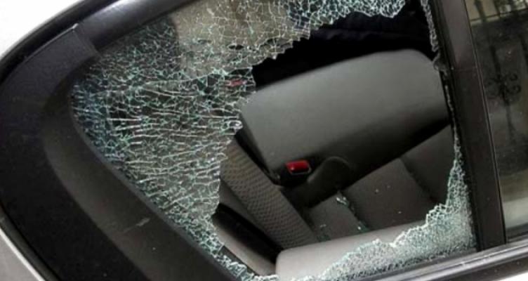 Αγρίνιο: 24χρονος έκλεψε χρήματα μέσα από αυτοκίνητο