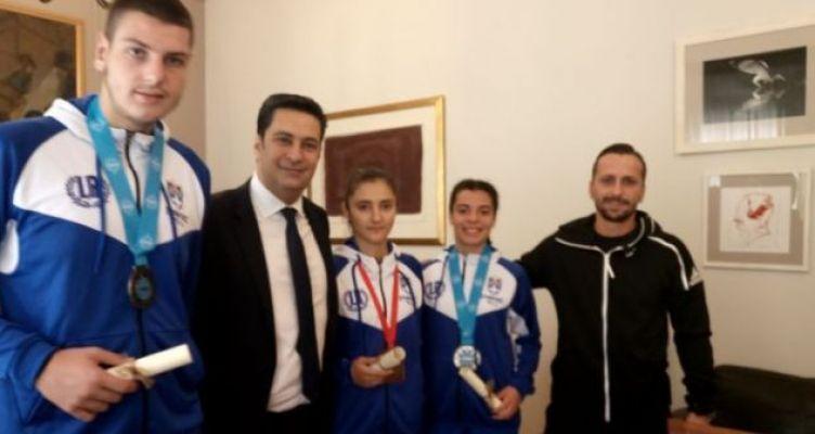 Δημαρχείο Αγρινίου: Συνάντηση Γ. Παπαναστασίου με αθλητές Kick Boxing (Φωτό)