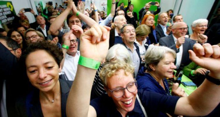 Πανωλεθρία Μέρκελ στην Εσση – Θρίαμβος ακροδεξιών, Πρασίνων