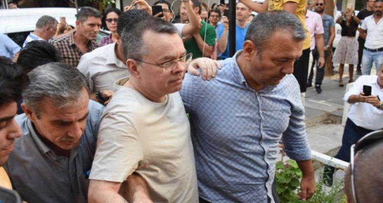 Είδηση της τελευταίας στιγμής: Ελεύθερος αφέθηκε ο πάστορας Μπράνσον