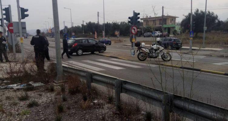 Αγρίνιο: Σφοδρή σύγκρουση αγροτικού και επιβατικού αυτοκινήτου (Φωτό)