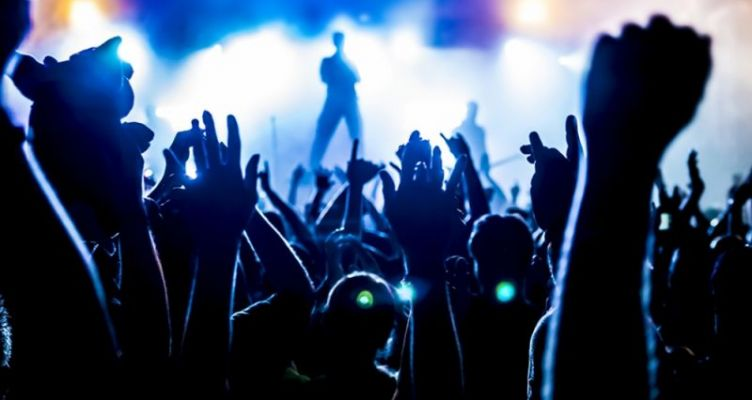 Μειώνουν τον Φ.Π.Α. στο 6% για τις συναυλίες