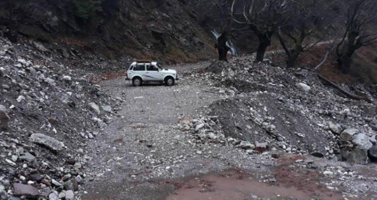Ασφαλτόστρωση δρόμων ορεινού Θέρμου: Μήπως τώρα είναι η ώρα; (Φωτό)