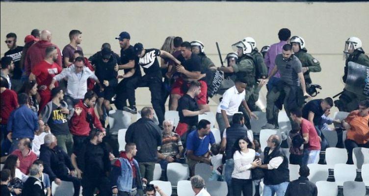 Επεισόδια και προσωρινή διακοπή λόγω δακρυγόνων στο Παναχαϊκή-Ολυμπιακός! (Φωτό)