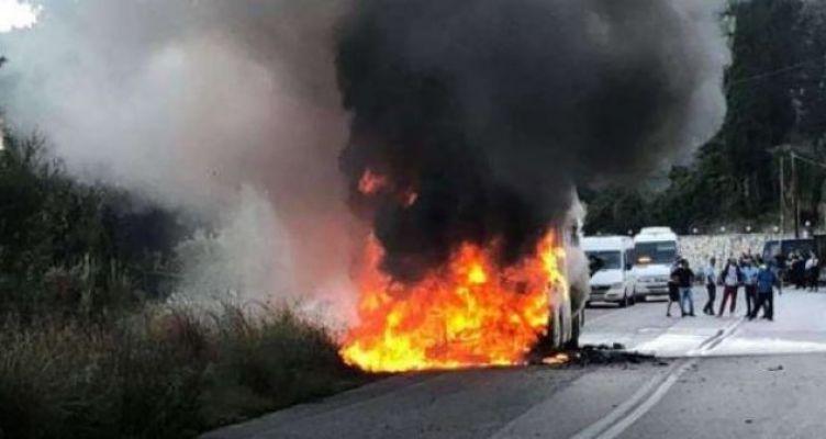 Φωτιά σε λεωφορείο του ΚΤΕΛ Λευκάδας (Βίντεο)