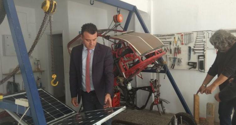 Φοιτητές στο Αγρίνιο κατασκευάζουν ηλιακό όχημα – Παρουσιάστηκε στον Ν. Μπαλαμπάνη (Φωτό)