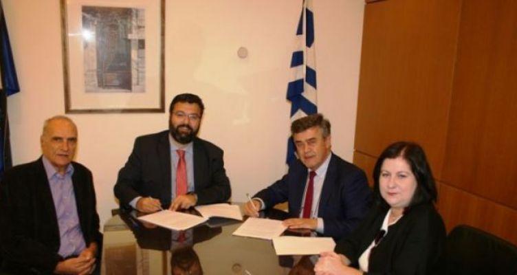 Υπογραφή σύμβασης για επίστρωση συνθετικού χλοοτάπητα στο γήπεδο Βόνιτσας