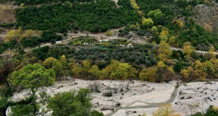 Τριανταφυλλέικα, ο νανοοικισμός δίπλα στο ποτάμι