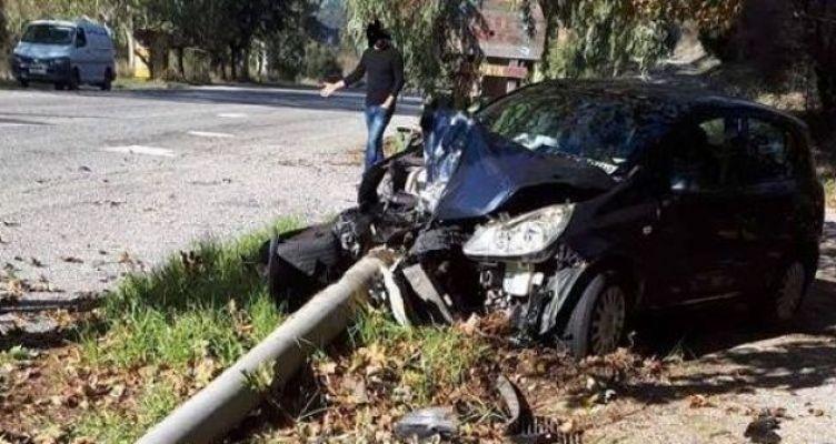 Ναυπακτία: Aυτοκίνητο σταμάτησε σε κολώνα φωτισμού! (Βίντεο-Φωτό)