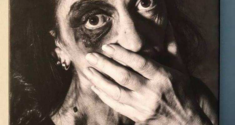 Γνωστές Αγρινιώτισσες φωτογραφήθηκαν για την εξάλειψη της βίας κατά των γυναικών (Φωτό)