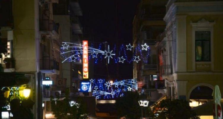 Πάτρα: Άναψε ο Χριστουγεννιάτικος διάκοσμος (Φωτό)