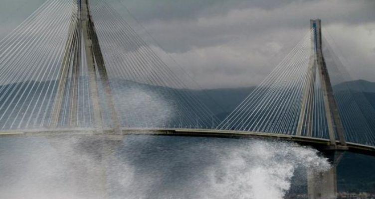 «Πάρε με αγκαλιά…» – Η έκκληση του Αιτωλοακαρνάνα παρ' ολίγον αυτόχειρα στη Γέφυρα Ρίου – Αντιρρίου