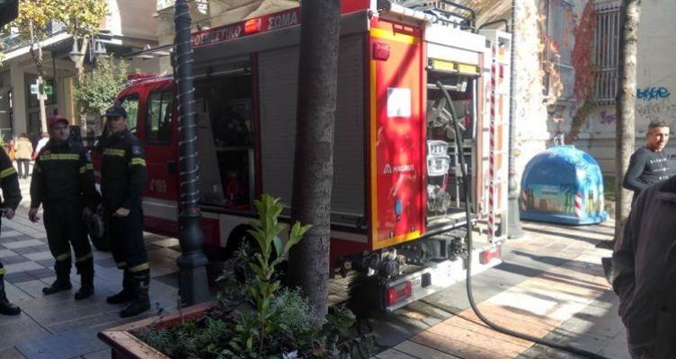 Αγρίνιο: Πυρκαγιά σε κατάστημα στον πεζόδρομο Χαριλάου Τρικούπη (Φωτό)