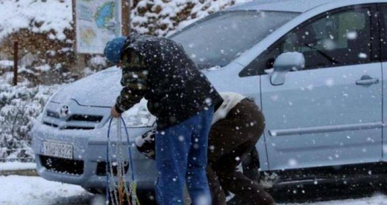 Αιτ/νία: Χιονίζει στα «Αραποκέφαλα» – Απαραίτητες οι αντιολισθητικές αλυσίδες