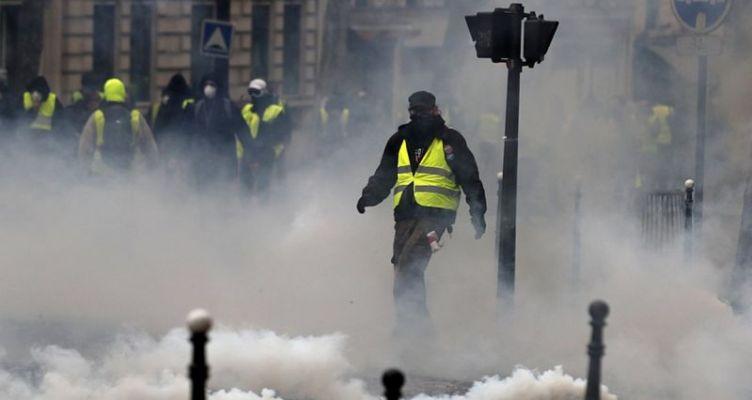 Γαλικό υπ. Εσωτερικών: Σχεδόν 2.000, 1.700 συλλήψεις, 136.000 διαδηλωτές